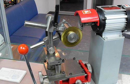 Станок для заточки отрезных фрез по металлу спрос металлорежущего инструментов